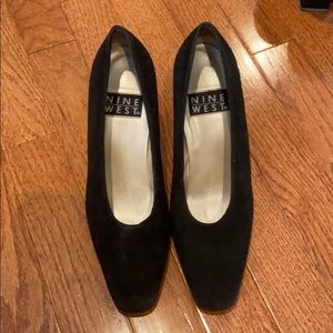 Nine West suede pump